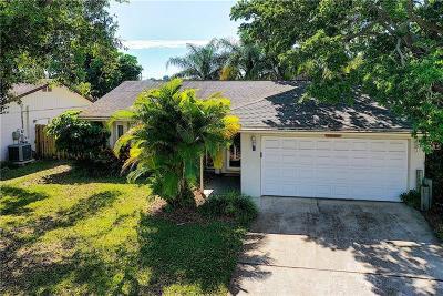 Largo Single Family Home For Sale: 12122 Aurora Court