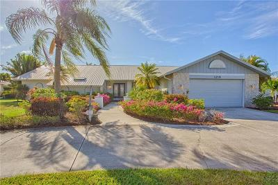 Punta Gorda Single Family Home For Sale: 1215 Columbian Drive