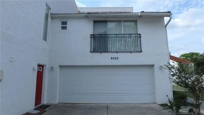 Tampa Townhouse For Sale: 9525 Orange Valley Ct