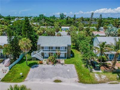 Holmes Beach Single Family Home For Sale: 404 Clark Drive
