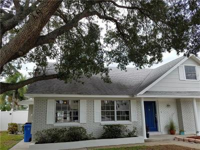 Tampa Single Family Home For Sale: 8707 Elmwood Lane