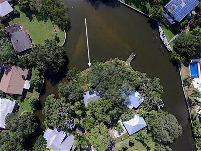 Sarasota Single Family Home For Sale: 2423 Walker Circle