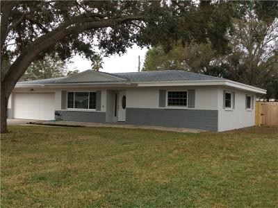 Largo Single Family Home For Sale: 594 Deville Drive E