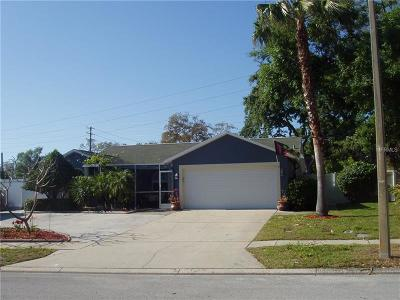 Palm Harbor Single Family Home For Sale: 1521 Foxcroft Drive W