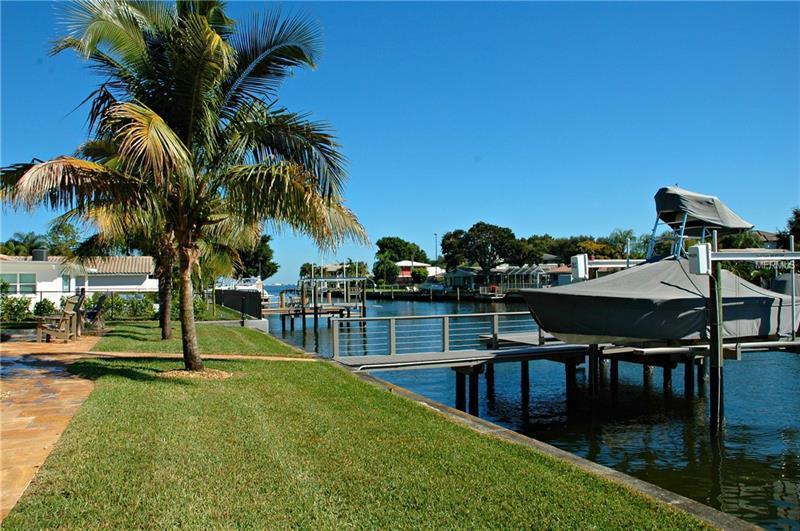 2042 Iowa Avenue NE, St Petersburg, FL | MLS# U8014614