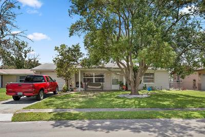 Holiday Single Family Home For Sale: 4740 Eastwood Lane