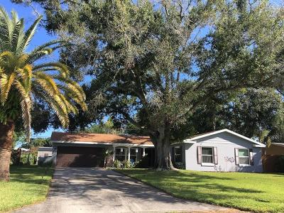 Clearwater Single Family Home For Sale: 1840 Redcoat Lane