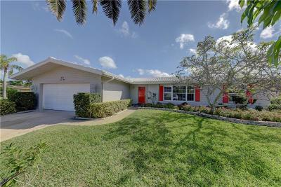 Clearwater Beach Single Family Home For Sale: 631 Snug Island