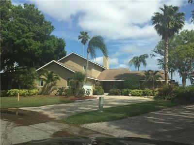 Palm Harbor Single Family Home For Sale: 115 Lake Shore Drive E