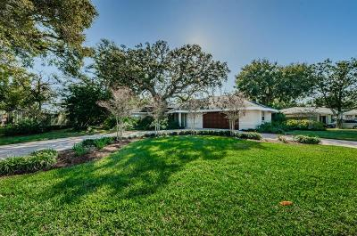 Largo Single Family Home For Sale: 205 Live Oak Lane
