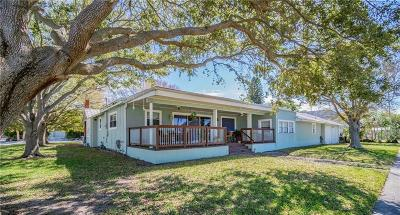 Clearwater Single Family Home For Sale: 880 Bay Esplanade
