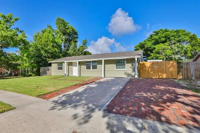 Tarpon Springs Single Family Home For Sale: 904 Gainesway Drive