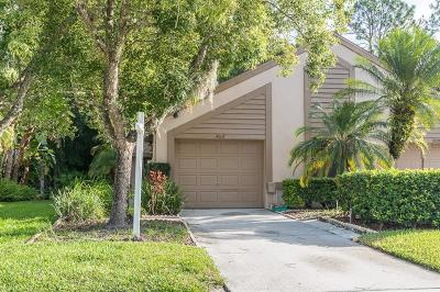 Palm Harbor Villa For Sale: 4037 Mermoor Court