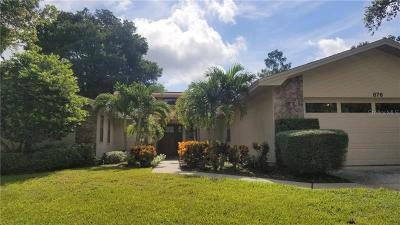 Palm Harbor Single Family Home For Sale: 876 Village Way