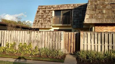 Leesburg Townhouse For Sale: 1028 Royal Oak Boulevard