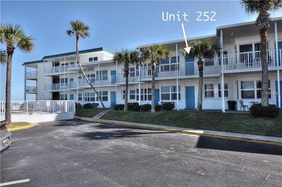Daytona Beach Condo For Sale: 935 S Atlantic Avenue #252