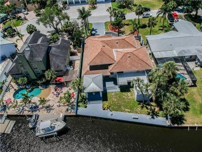 Port Richey Single Family Home For Sale: 8014 Island Drive