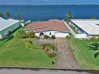 Cocoa Beach Single Family Home For Sale: 19 Country Club Road