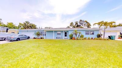 Cocoa Beach Single Family Home For Sale: 425 Blakey Boulevard