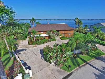 Cocoa Beach Single Family Home For Sale: 72 Country Club Road