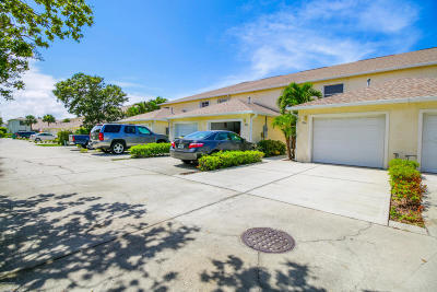 Indian Harbour Beach Townhouse For Sale: 806 Mimosa Place