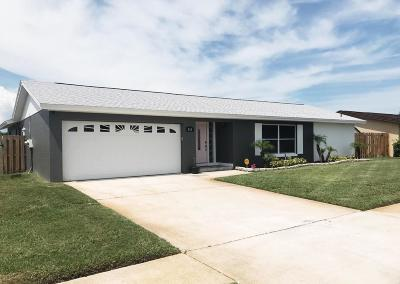 Merritt Island Single Family Home For Sale: 202 Via De La Reina