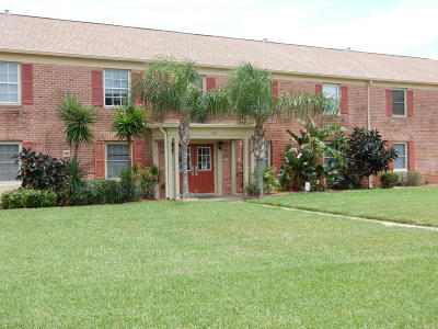 Indian Harbour Beach Condo For Sale: 145 E Colonial Court #D