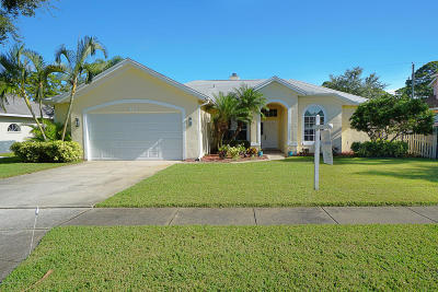Merritt Island Single Family Home For Sale: 912 Harbor Pines Drive