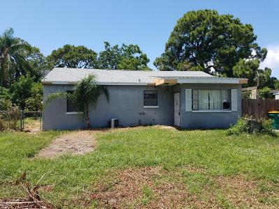 Merritt Island Single Family Home For Sale: 1377 Earl Drive