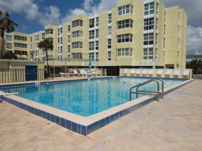 Cocoa Beach Condo For Sale: 4700 Ocean Beach Boulevard #302