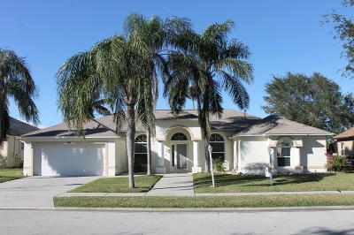 Merritt Island Single Family Home For Sale: 580 Sunset Lakes Drive