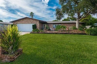 Melbourne Beach Single Family Home For Sale: 401 Riverview Lane