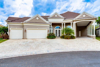 Titusville Single Family Home For Sale: 106 Bowfin Court