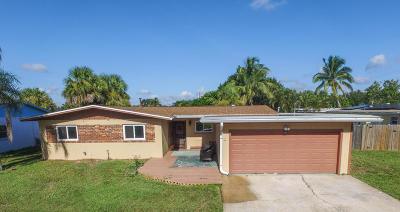 Merritt Island Single Family Home For Sale: 1355 Fiddler Avenue