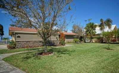 Cocoa Beach Single Family Home For Sale: 23 Country Club Road