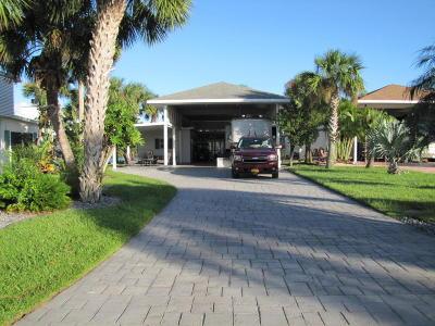 Titusville Condo For Sale: 316 Club Cove Drive #316
