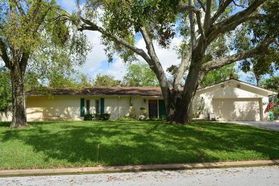 Cocoa Single Family Home For Sale: 114 Briarwood Lane