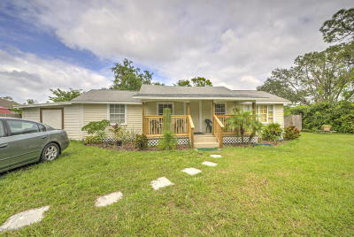 Titusville Single Family Home For Sale: 440 N Dixie Avenue N