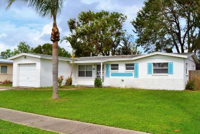 Merritt Island Single Family Home For Sale: 940 S Courtenay Parkway