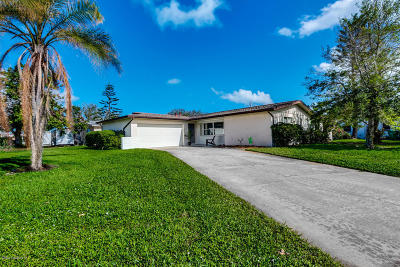 Indian Harbour Beach Single Family Home For Sale: 949 Golden Beach Boulevard