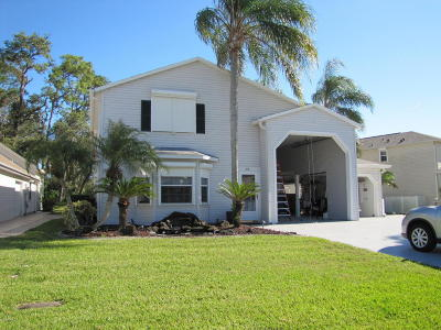 Titusville Single Family Home For Sale: 615 Plantation Drive