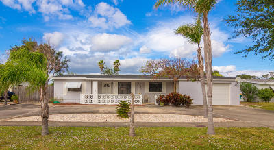 Merritt Island Single Family Home For Sale: 1540 Surfside Boulevard