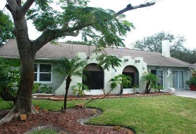 Merritt Island Single Family Home For Sale: 2610 Elm Hurst Street