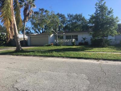 Merritt Island Single Family Home For Sale: 240 E Lauren Court