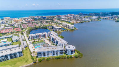 Cocoa Beach Condo For Sale: 3613 S Banana River Boulevard #D-402