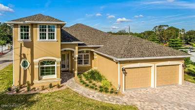 Merritt Island Single Family Home For Sale: 460 Melody Lane