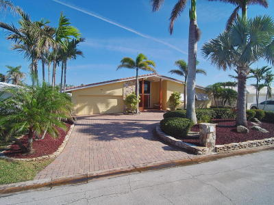 Cocoa Beach Single Family Home For Sale: 440 Carmine Drive