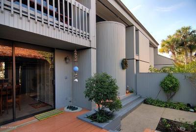 Melbourne Beach Townhouse For Sale: 352 Aquarina Boulevard