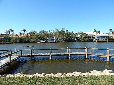 Indian Harbour Beach Townhouse For Sale: 711 Tradewinds Drive #711