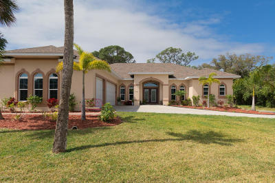 Merritt Island Single Family Home For Sale: 1931 S Tropical Trl